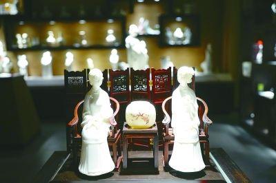 有着400年历史的月记窑还在进行传统柴烧,每月烧窑一次