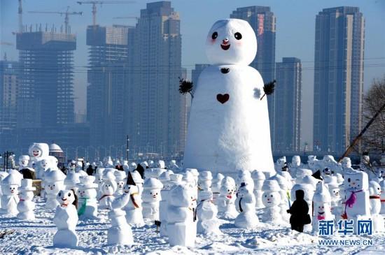 (社会)(2)2018个雪人亮相哈尔滨