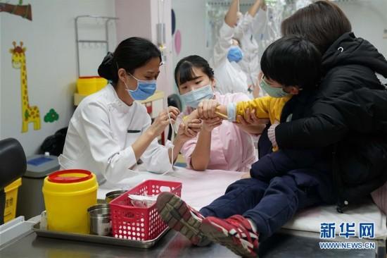 (健康)(1)应对冬季就诊高峰期 白衣天使在行动