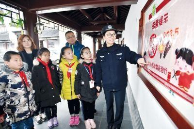 支持禁放工作 扬州开发区14家爆竹店放弃经营权