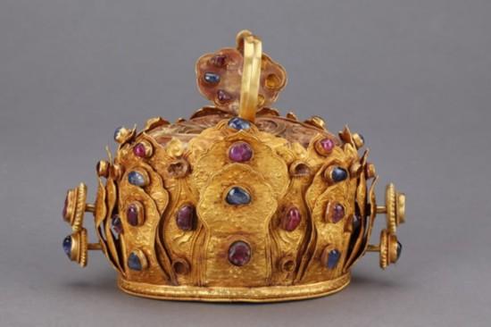 云南省博物馆藏国家一级文物明代金镶红蓝宝石冠