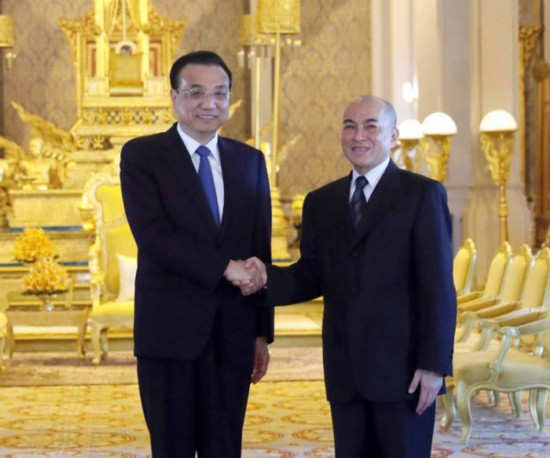 Chinese Premier Li Keqiang meets with Cambodian King Norodom Sihamoni in Phnom Penh on Thursday, January 11, 2018. [Photo: Xinhua/Liu Weibin]