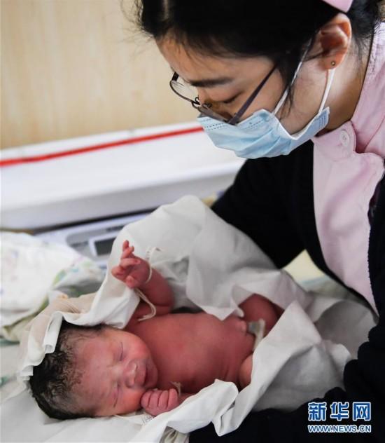 (图文互动)(1)我国干细胞治疗卵巢早衰临床研究首个健康宝宝诞生