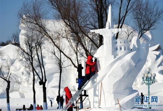 (文化)(5)国际雪雕比赛忙