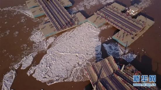 #(环境)(1)山东济南:拆除浮桥迎凌汛