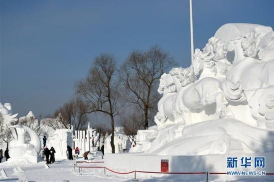 (文化)(3)国际雪雕比赛忙