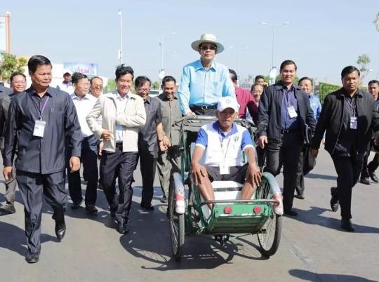 """柬埔寨启动""""人力三轮车夫基金会"""""""