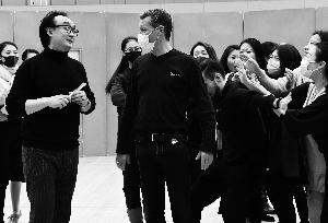"""国家大剧院制作轻歌剧将再度登台《风流寡妇》戴上口罩""""回归""""082413-415"""