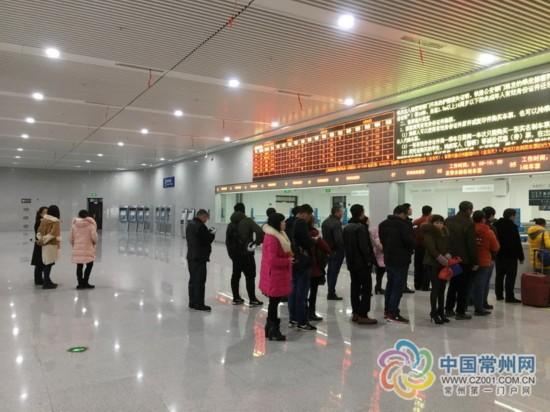 常州火车站南广场售票厅试运营 取票机升级