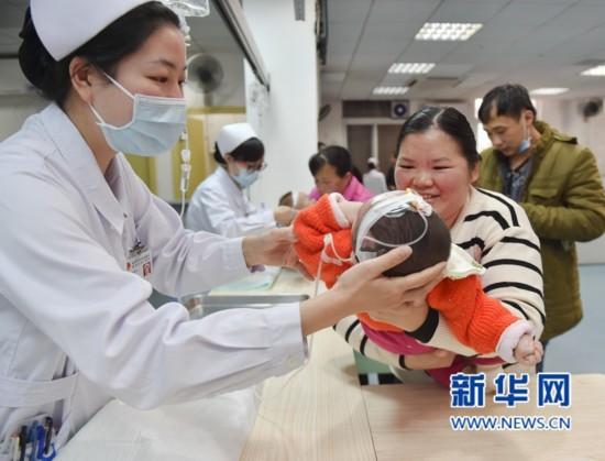 福建省妇幼保健院:儿科全员上岗 削峰应对流感