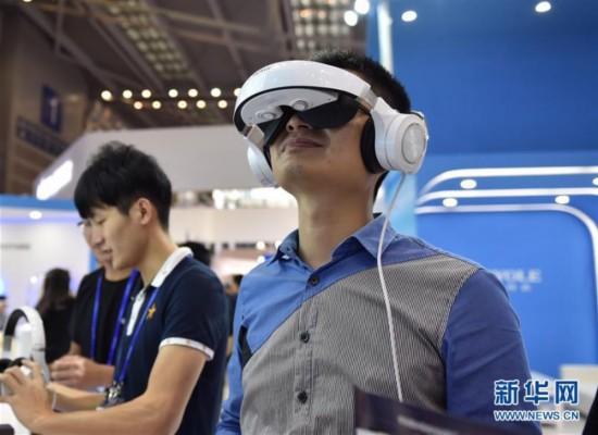 更多的VR品牌正试图在某个应用场景下提升用户所能实际获得的使用体验,用户体验的重要性被放到了前所未有的高度。