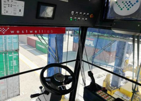 Photo of the internal view of a Chinese-produced self-driving container straddle carrier at a port in Shanghai, January 14, 2018. [Photo: jfdaily.com]