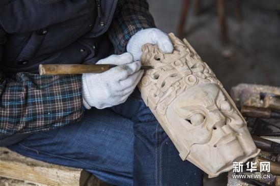 #(社会)(1)贵州安顺:精雕细琢的地戏面具