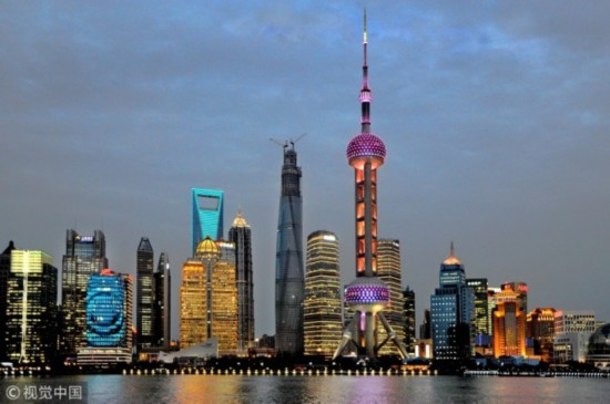 Official data shows foreign direct investment (FDI) rose 7.9 percent year-on-year to reach 877.56 billion yuan (136.33 billion U.S. dollars) over the past year. [Photo: VCG]