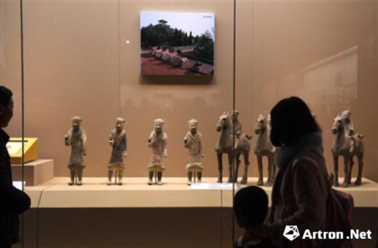 国家典籍博物馆将鲁迅生前收藏的大量中外美术类书刊整理陈列