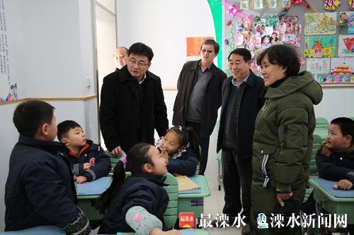 南京溧水区长薛凤冠视察中小学名校分校