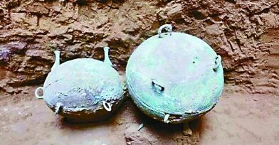 在陶寺北墓地春秋早期4座大中型墓葬中发现有祭祀遗存