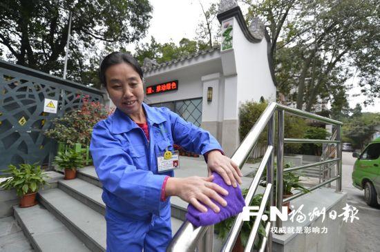 福州公厕保洁员许孝兰:能为大家服务, 我很开心