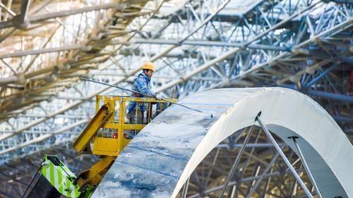 北京新机场主航站楼封顶封围2019年10月试运行