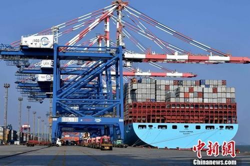 2017中国经济实现两个首次官方回应三大热点