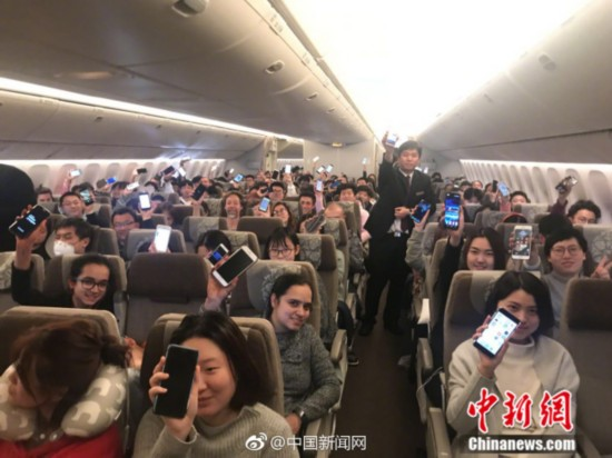 More Chinese airlines allow inflight mobile phone use, wifi