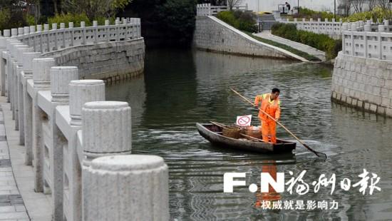 福州茶亭河河道保洁员杨从硕:500米的水路 15年的坚守