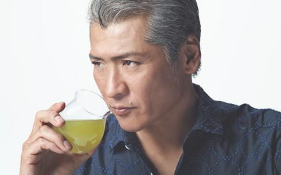 为治疗声带日本歌手吉川晃司宣布将中止一年歌唱活动