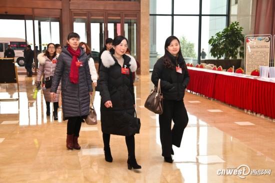 陕西省十三届人大一次会议1月25日召开 代表陆续报到
