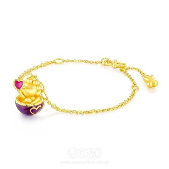 项链来自六福珠宝 售价1300元 可从中国亚马逊购买