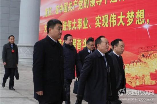 陕西省政协十二届一次会议开幕 委员步入会场