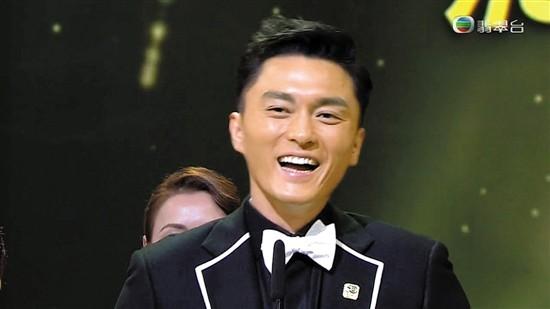 """杨明37岁夺""""飞跃""""奖图片"""