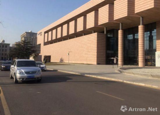 袁运甫先生为新建的北京饭店创作大型壁画稿《长江万里图》