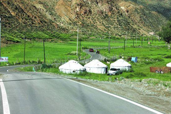 """新疆:打造""""四好农村路""""助力农民奔小康"""