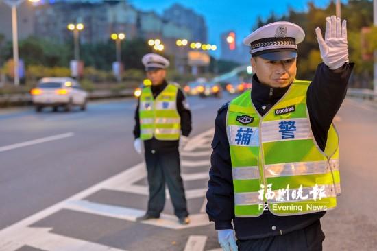 福州千名交通辅警统一换装 颜色款式与警察制服一致
