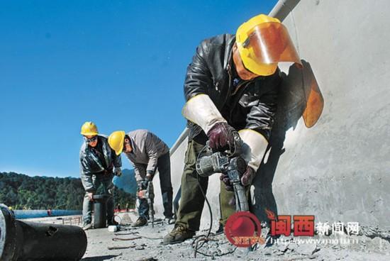 厦蓉高速公路改扩建工程红坊A6标段加紧施工中