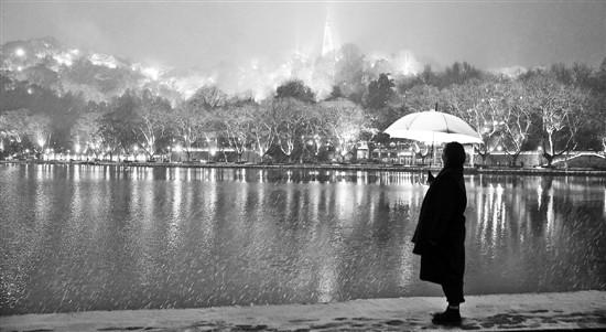 """杭州西湖初雪 气象台推""""浙江堆雪人预报地图"""""""