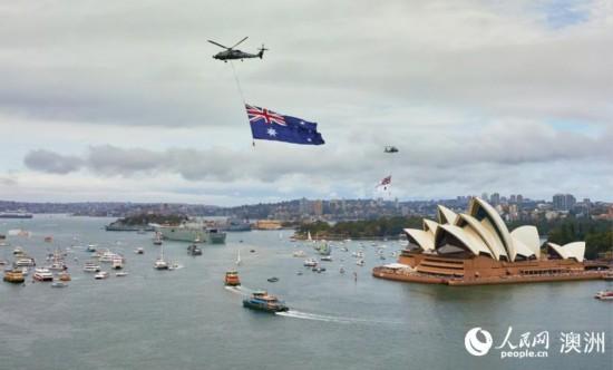 澳大利亚国庆日悉尼歌剧院上空举行了飞机巡演(摄影 张先启)