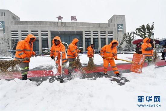 #(社会)(2)清理冰雪 顺畅出行