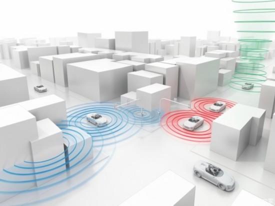 实时交通信号数据共享技术,可使车辆与交通信号灯对话,将交通信号灯的数据连接到云端平台上,云端平台收到信号数据后会进行处理,然后将数据传输到车辆上面,驾驶员可通过车载显示器获取实时交通信号消息。   Waze市民连接系统是在弗利斯科推出的一款应用程序,市民可以通过这款App来了解城市道路情况,让驾驶者在出行前就可以对道路的选择有一个前期的预判,在驾驶过程中选择更为方便的道路。