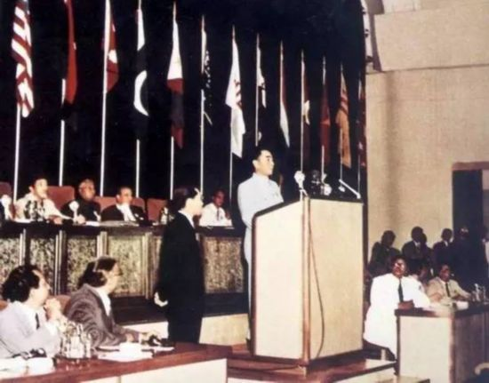 周总理的台历与新中国的发展步伐