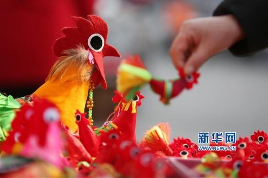 """#(社会)(1)山东临沂:""""春鸡""""迎新春"""