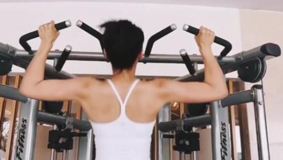 刘涛健身房秀臂力惊呆网友,原来真相竟然是这样