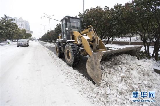 (新华全媒头条)(9)雨雪冰冻中,他们奋力前行――基层党员干群抗击冰雪灾害纪实