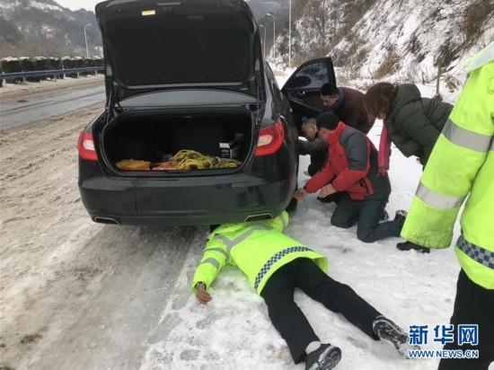 (新华全媒头条)(4)雨雪冰冻中,他们奋力前行――基层党员干群抗击冰雪灾害纪实