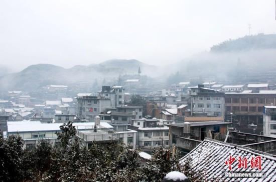 """冷空气致气温持续走低 福建山区县披""""雪衣"""""""