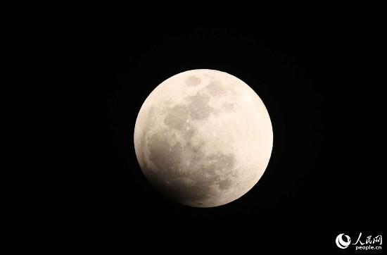 """天空迎来""""超级蓝月亮"""""""