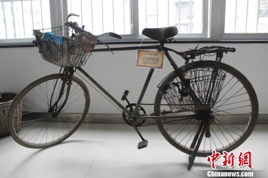"""""""二八式""""自行车:上世纪六十年代流行的代步工具。 钟欣 摄"""