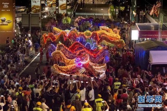 (国际)吉隆坡:180米长龙迎新年