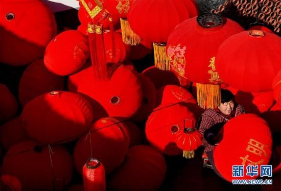 (社会)(1)春节到 灯笼俏