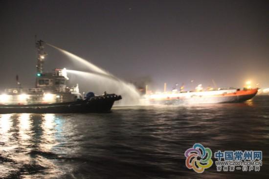 6日长江常州段危化品船舶爆炸起火 原因在调查